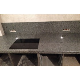 Гранитная столешница для кухни серого цвета